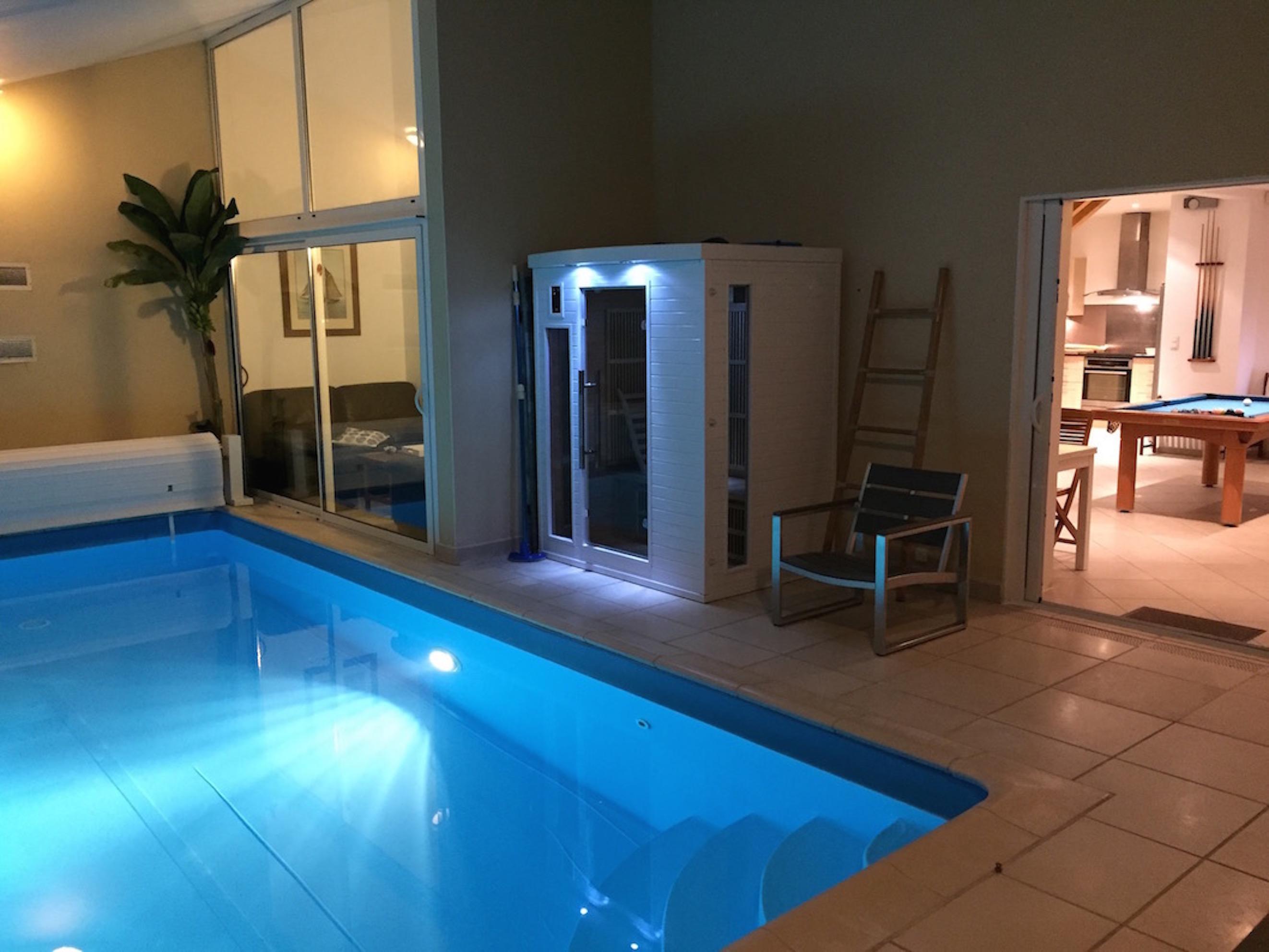 Villa gite piscine int rieure priv e couverte villa eden for Piscine interieure privee
