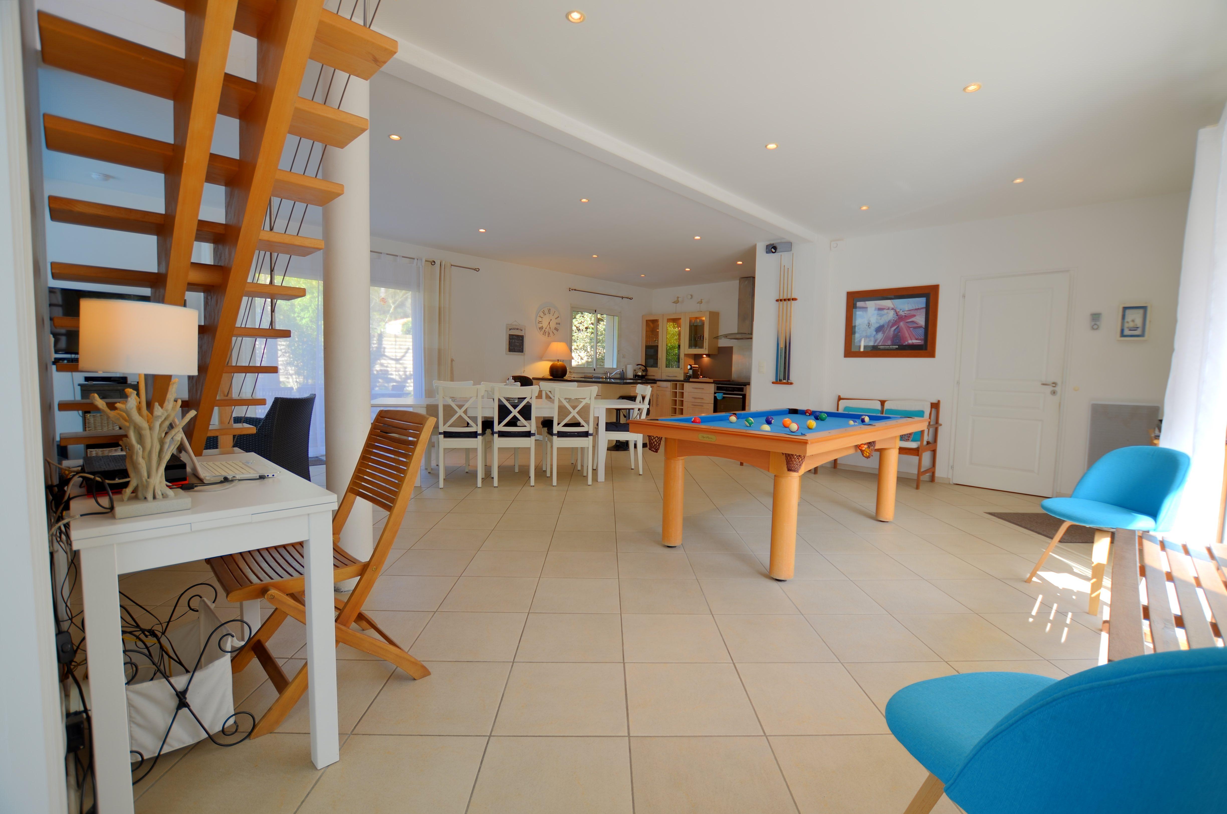 Salon séjour de la Villa Eden Gite de Luxe avec piscine intérieure en Vendée