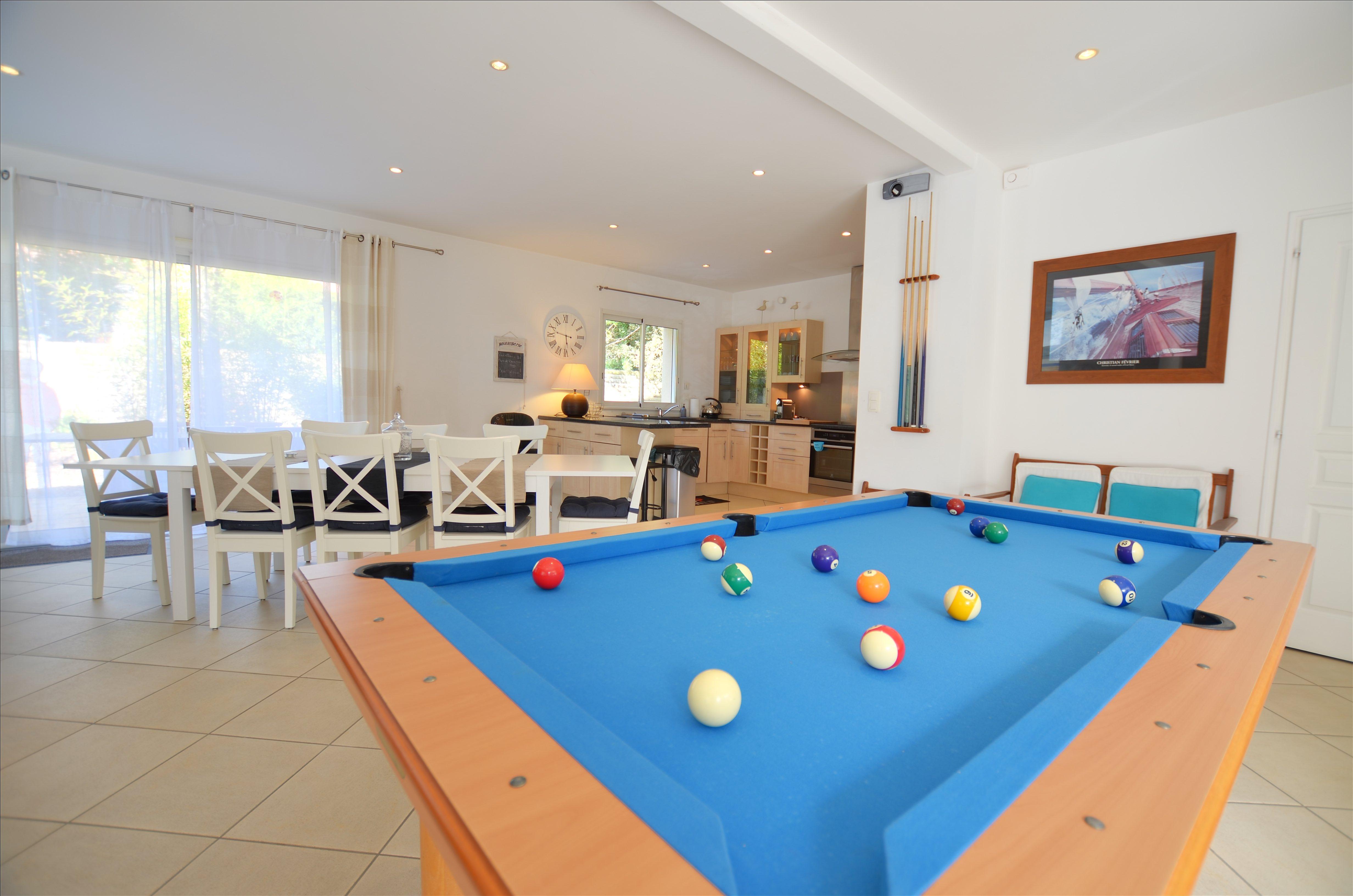 Location villa de luxe avec piscine int rieure en vend e for Piscine interieure de luxe