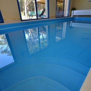 location villa de luxe avec piscine int rieure en vend e. Black Bedroom Furniture Sets. Home Design Ideas