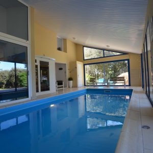 Piscine vue salon, Gite de luxe avec piscine intérieure